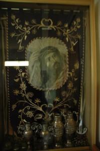 Lienzo antiguo sobre tela y bordado nuevo, de principios de los 2000