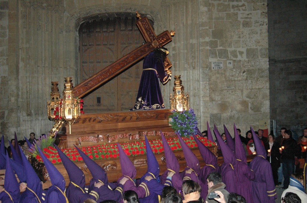 Nuestro Padre Jesús Nazareno a su paso por la S.I. Catedral